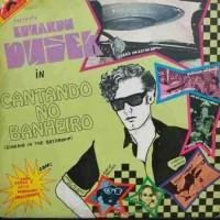 CANTANDO NO BANHEIRO